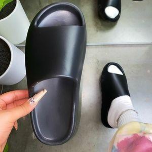 🆕️The Comfy Collection// Black slides
